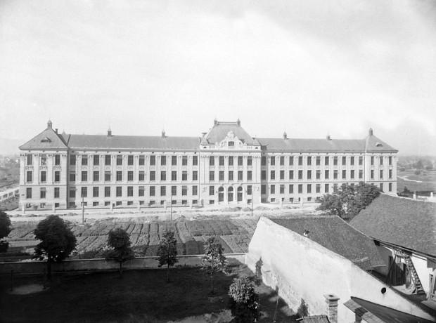 Šolski center Ljubljana (Aškerčeva gimnazija; kjer so vrtički, danes stoji Filozofska fakulteta)