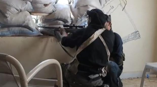 Uporniški ostrostrelec v provinci Alepo. | Patrick Wells, Wikimedia